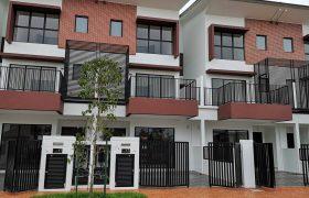 SPACIOUS & FACING OPEN AREA 3 Storey Terrace Myra Meranti, Puchong